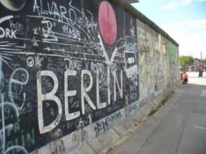 Reste der Berliner Mauer stehen an der East Side Gallery in Berlin. Nina Gutzeit hat sie im Sommer 2014 besucht. Foto: Nina Gutzeit