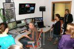Im ZDF-Regieraum mit Techniker/Cutter Askan Buse (sitzend) und Senior Producerin Annette Brieger (stehend, rechts) Foto: Christina Bergmann