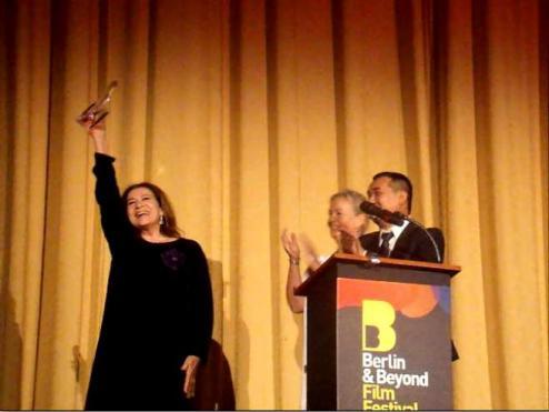Hannelore Elsner gewinnt den Preis des Berlin & Beyond Festivals für ihr Lebenswerk. Foto: Aron Malatinszky