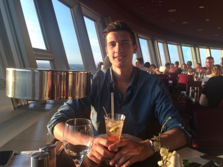 Paul Wlodkowski im Fernsehturm-Restaurant in Berlin Foto: privat