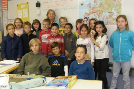 Klasse B 3 mit Lehrerin Ingrid Genzel Foto: Christina Bergmann