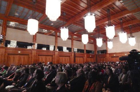 Hunderte Zuschauer im Weltsaal im Auswärtigen Amt bei der Eröffnung der Konferenz Foto: Allison Meakem