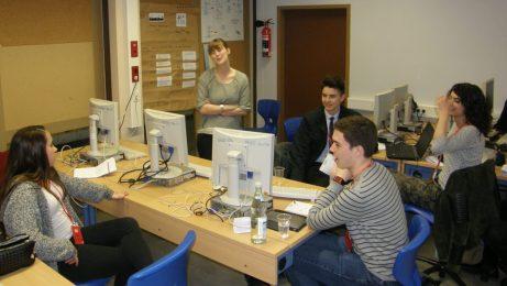 Redaktionsbesprechung mit Teamleiterin Christina Kufer (Mitte), Foto: Christina Bergmann