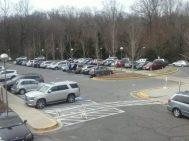 Der Parkplatz der Schule ist immer gut besetzt. Foto: Joshua Caneva