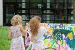 Dieses ist ein Teil einer Bilderserie zum GLC-Jubiläum mit verschiedenen Farben und gemaltem Feuerwerk. Viele Kinder und ihre Eltern beteiligten sich an dem Werk. Foto: Emma Lenz-Mann