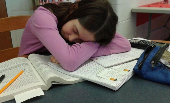 Ich bin müde! Schülerin klagt über Schlafentzug