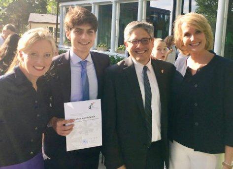 Unser Sohn Austin bei der Ehrung der DSD2 Absolventen am 21.5.2019 in der deutschen Botschaft in Washington. Foto: privat